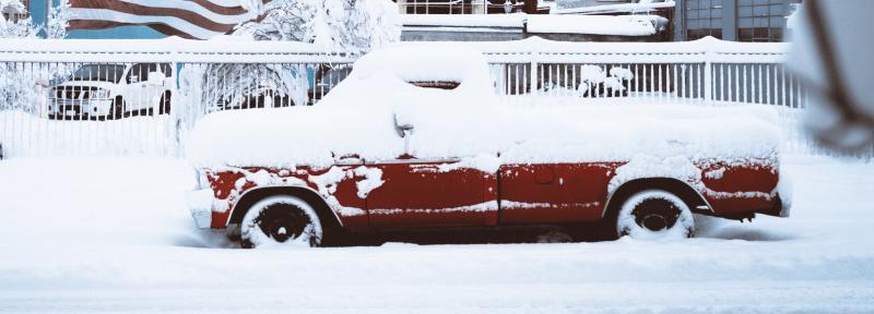 coche aparcado nevada